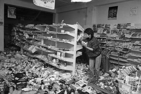 image from http://www.teara.govt.nz/en/photograph/4535/shop-damage